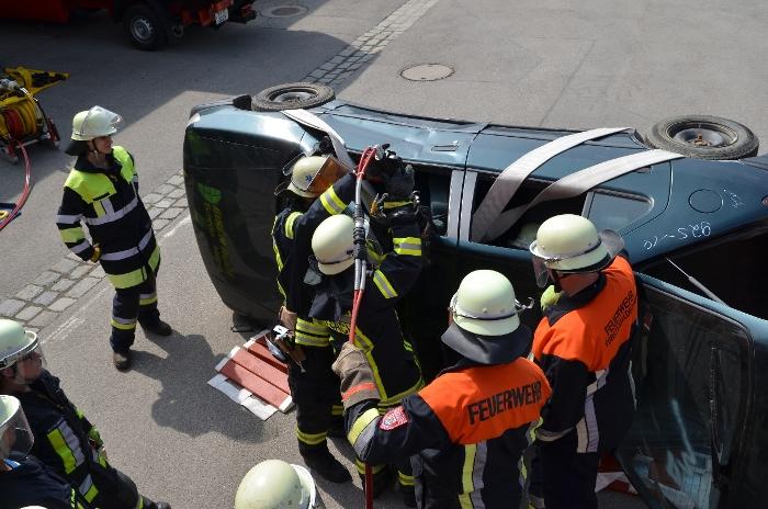 Technische Unfallrettung aus Pkw, Bild 1