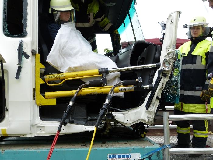 Technische Unfallrettung aus Lkw, Bild 1