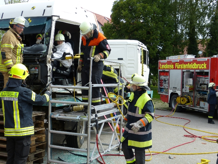 Technische Unfallrettung aus Lkw, Bild 2