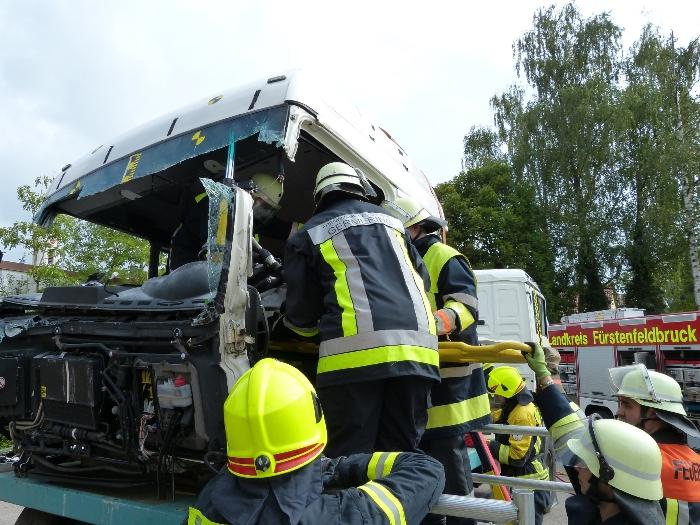 Technische Unfallrettung aus Lkw, Bild 3