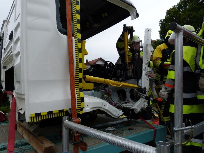 Technische Unfallrettung aus Lkw, Bild 4