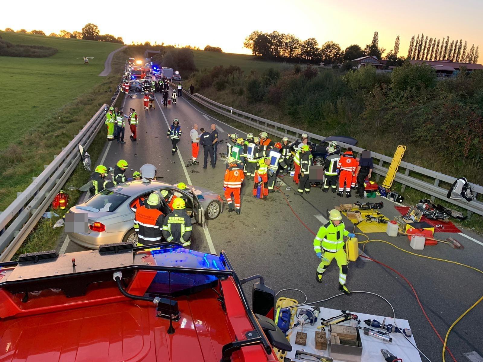 Schwerer Verkehrsunfall auf der B2
