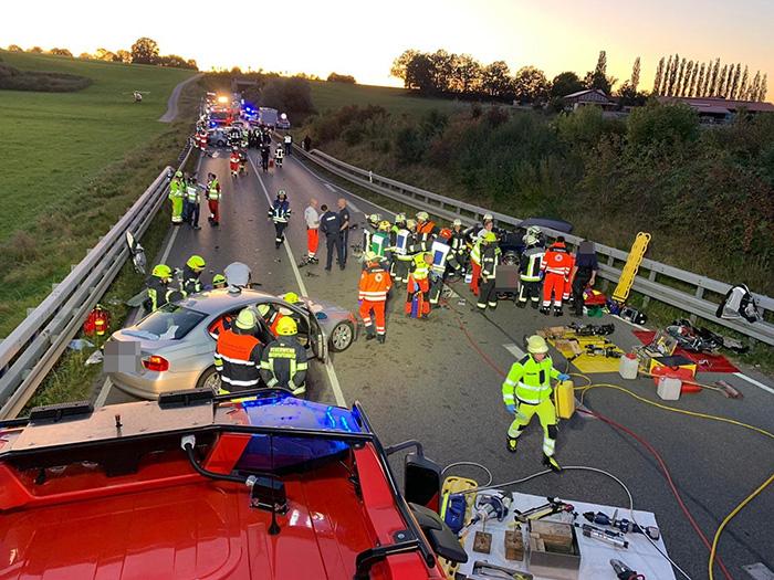 Schwerer Verkehrsunfall auf der B2, Bild 02
