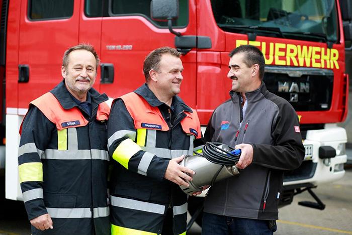 Firma Güntner spendet Tauchpumpen für die Feuerwehren des Landkreises FFB