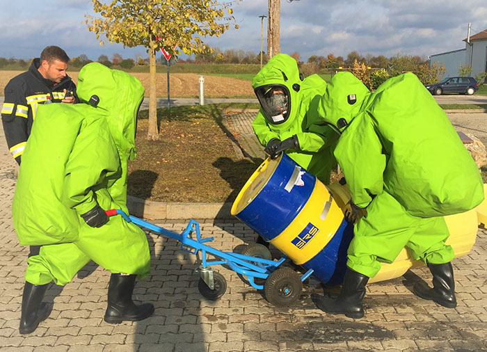 Träger von Chemikalienschutzanzügen - 2019, Bild 02