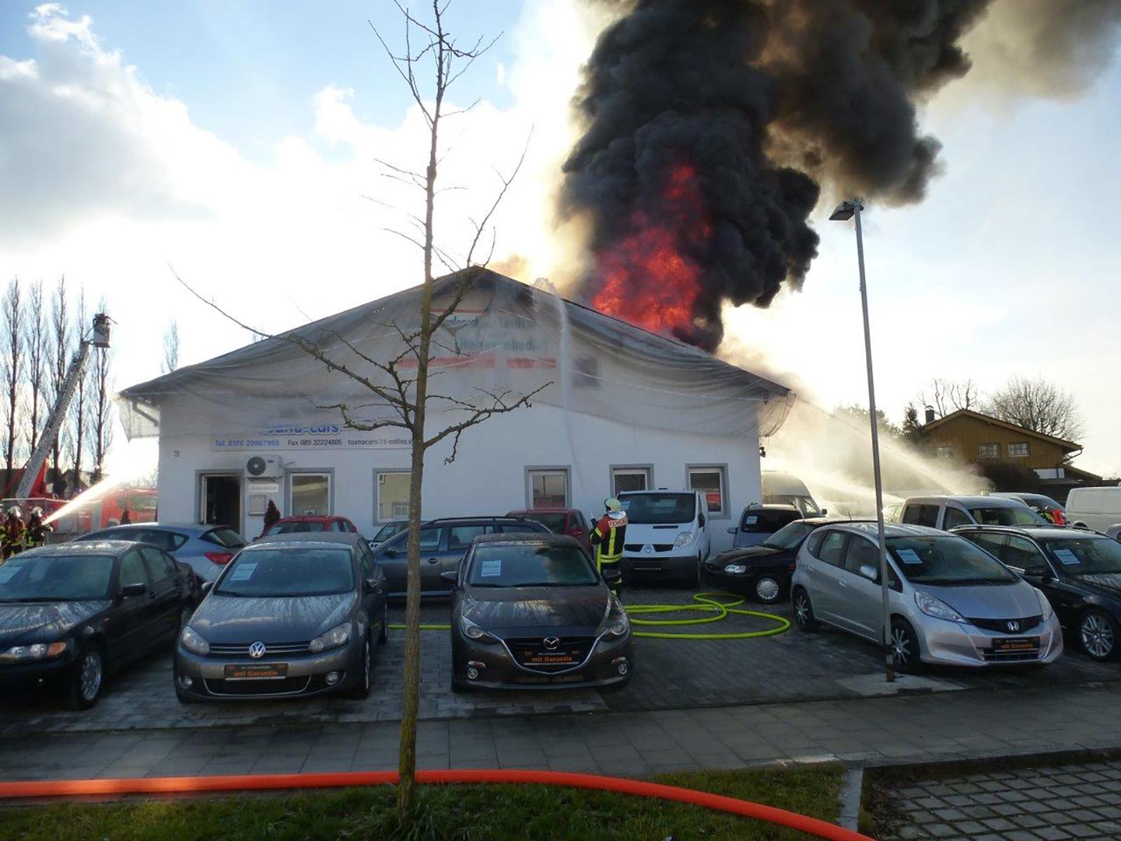 Großbrand einer Lagerhalle in Puchheim-Ort