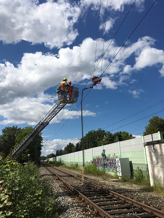 Unfall mit Kran an Bahnstrecke