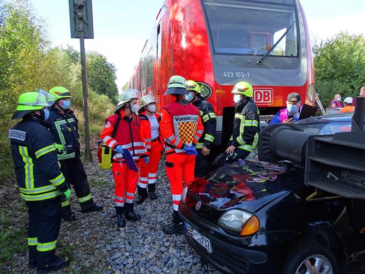 Katastrophenschutzübung 2021 - 06 S-Bahn und PKW