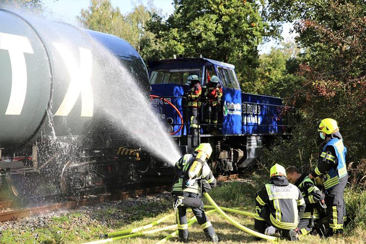 Katastrophenschutzübung 2021 - 07 Kühlung Kesselwagen Gilching